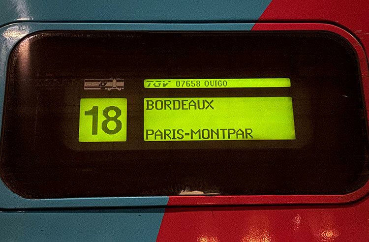 A digital displaying showing coach 18 on the OUIGO Bordeaux Paris fast train