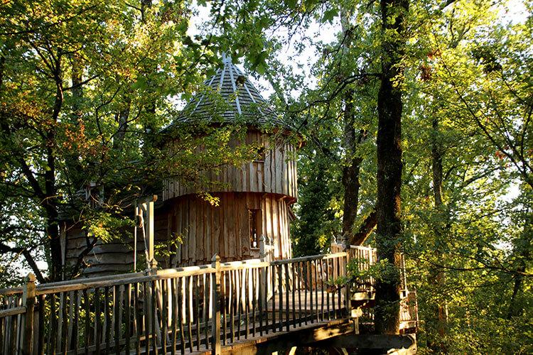 Cabane Milande in the oak forest at Châteaux Dans Les Arbes