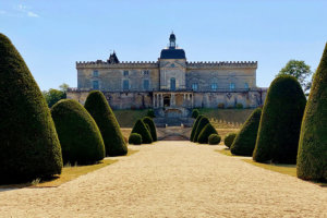 The monumental staircase of Château de Vayres as seen from the gardens